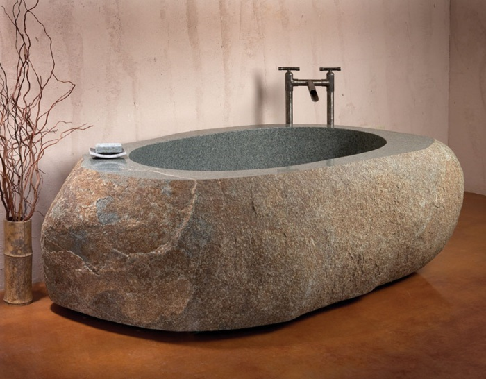 Ванна из камня.