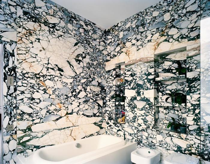 Необычная отделка ванной.