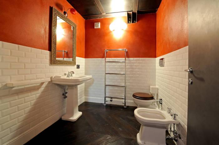 Даже необычная ванная может быть эргономичной.