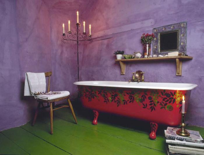 Необычное цветовое решение ванной.