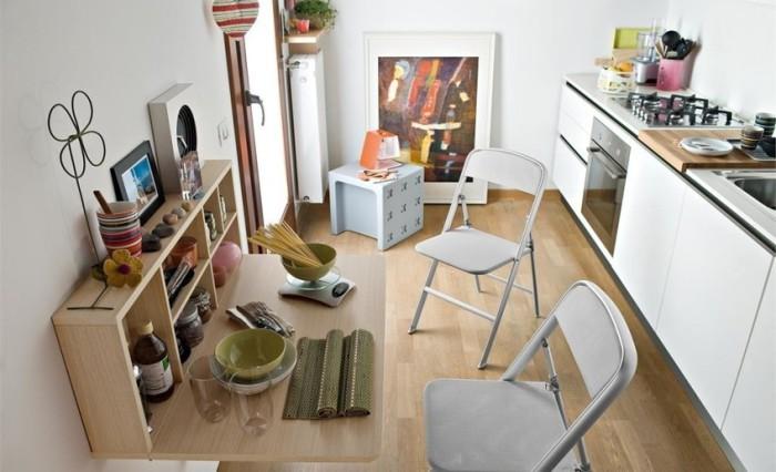 Нестандатное расположение мебели освежит интерьер.