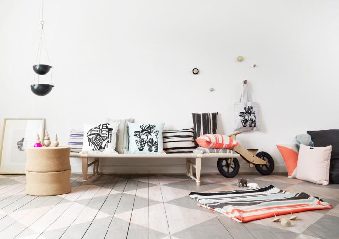 Подушки заменят мягкую мебель.