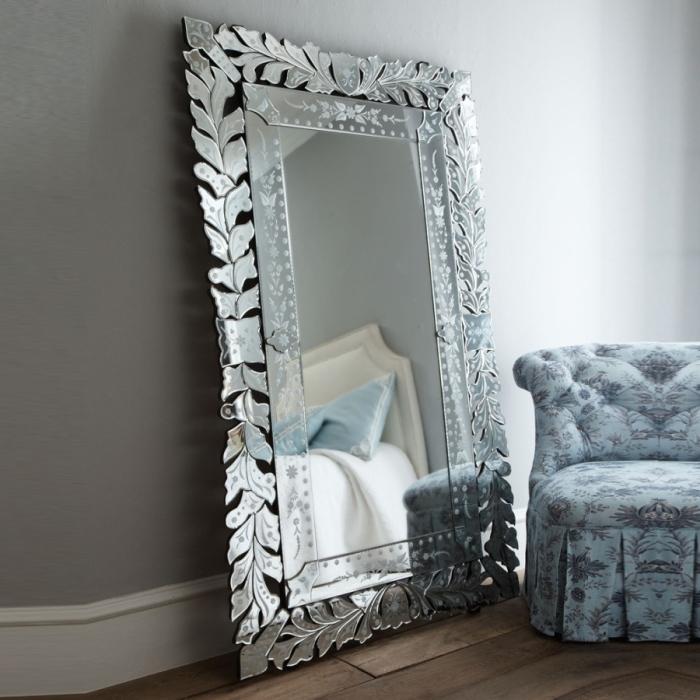 Напольное зеркало.