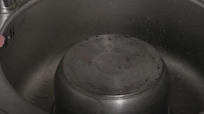Останется почистить обычными средствами. /Фото: youtube.com.