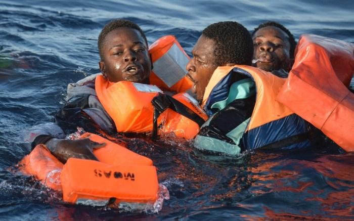 Ничего хорошего людей в воде не ждет. /Фото: telegraph.co.uk.