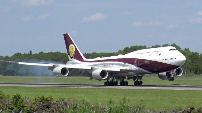 Большой и роскошный самолет.