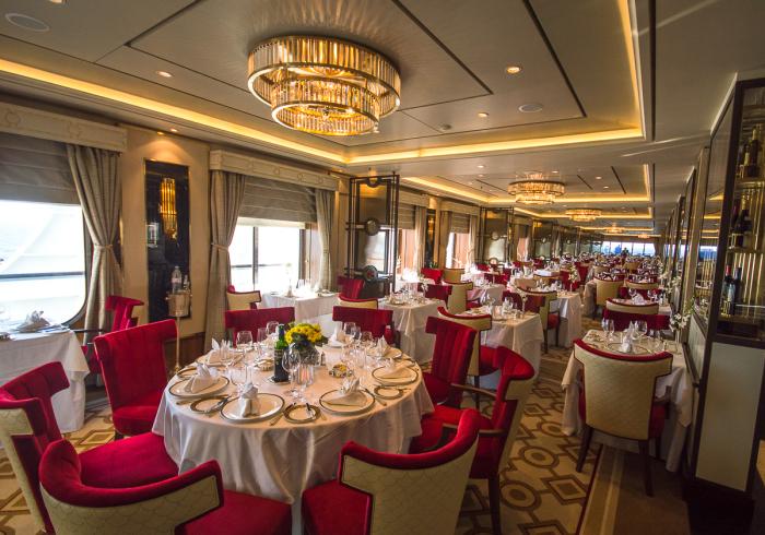 Зал для ужина. /Фото: cruise-sisters.de.