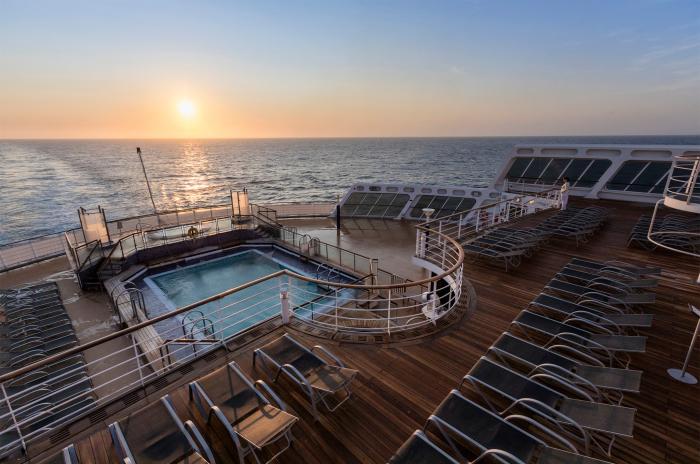 Один из бассейнов. /Фото: cruise-sisters.de.