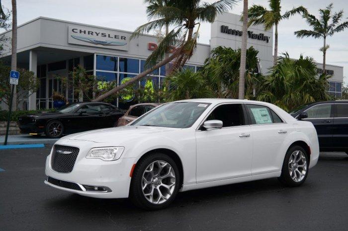 Звезда Пусть говорят предпочла Chrysler 300.