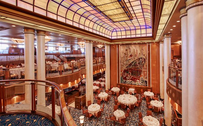 Ресторан корабля. /Фото: cruisetips.ru.