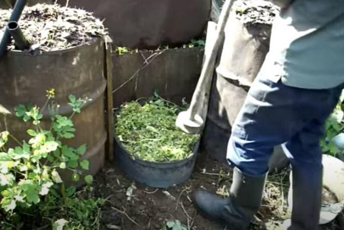 Можно сделать компостную яму. /Фото: youtube.com.