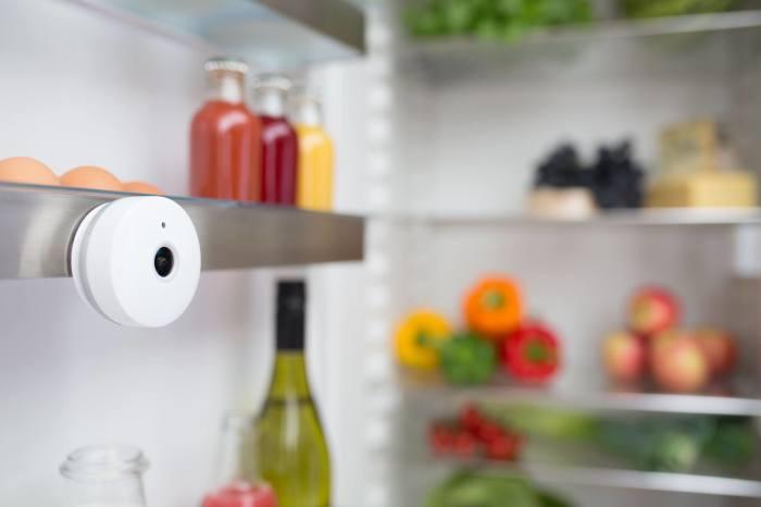 Гаджет, который поможет заглянуть в закрытый холодильник.