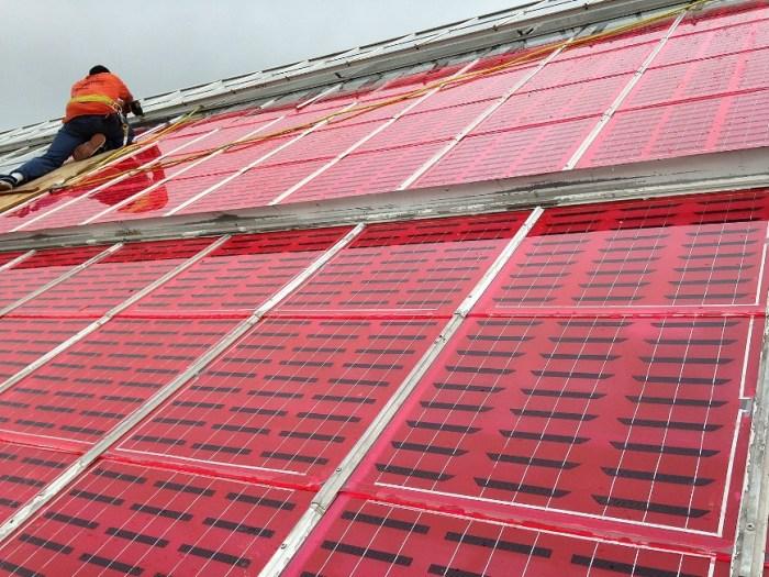 Солнечные панели дают электричество.