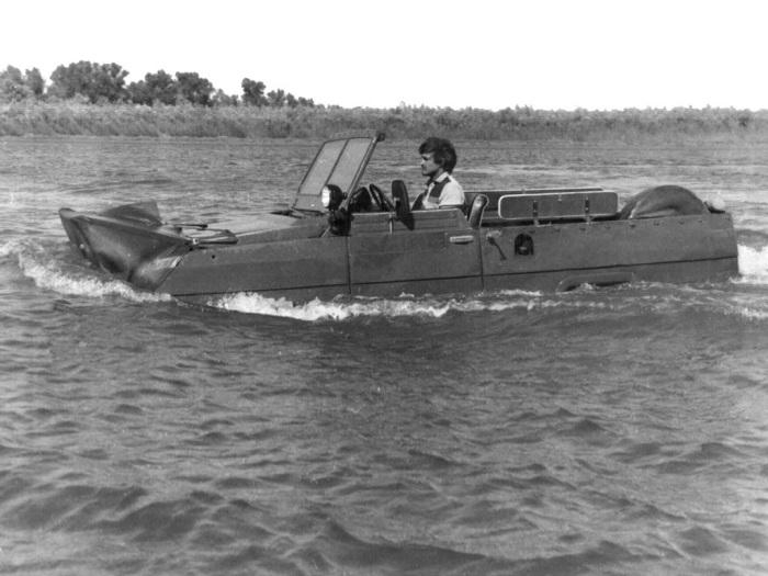 УАЗ-3907 на заплыве.