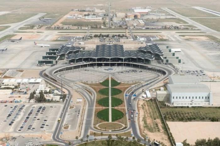 Подобен лагерю бедуинов этот аэропорт Аммана.