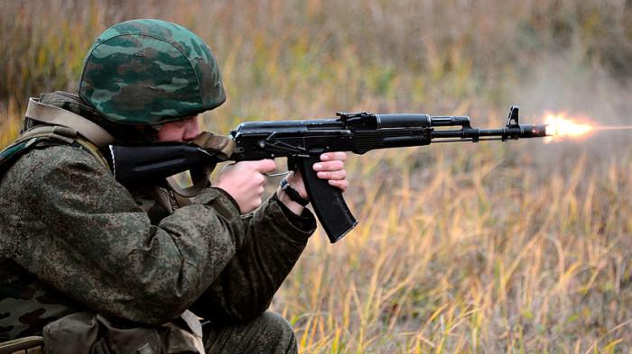 Стрелять с механическим прицелом не так-то просто. /Фото: rbth.com.
