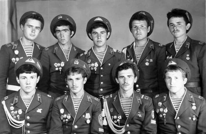 В СССР аксельбант вернулся в 1970-е годы. /Фото: aeslib.ru.