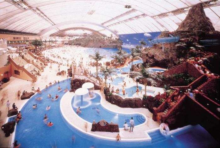 Кратерный аквапарк Ocean Dome.