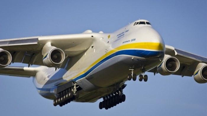 Огромный и мощный Ан-225 «Мрия» поражает воображение.