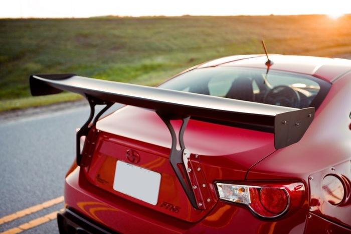 Спойлер стоит за багажником и убирает завихрения. /Фото: cd.net.