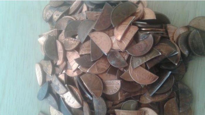 Монеты можно нарезать, чтобы не представляли больше ценности.