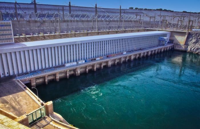 Уникальная плотина построенная на реке Нил.