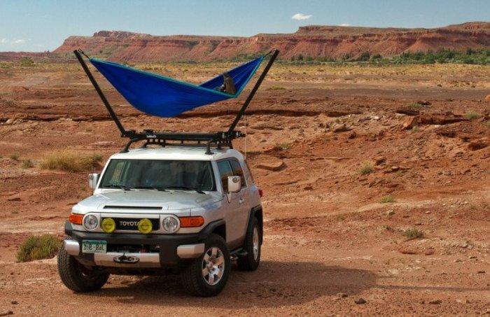 TrailNest - гамак на крыше автомобиля.