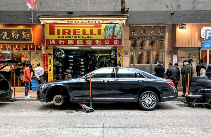 Автомастерские на улицах города.