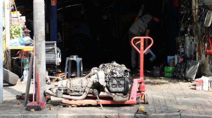 Уличные автомастерские Гонконга: отремонтируем всё!