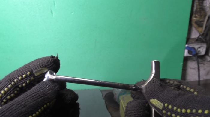 Затачиваем грани. /Фото: youtube.com.