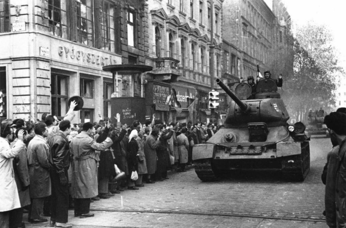 В 1956 году в Венгрии началось антикоммунистическое восстание. /Фото: 2planeta.ru.