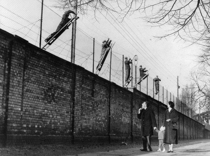 Берлинская стена разделила не Германию. Она разделила весь мир. /Фото: pressa.tv.