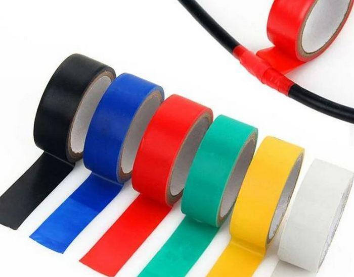 Можно пометить провода трубками или лентами. /Фото: vk.com.