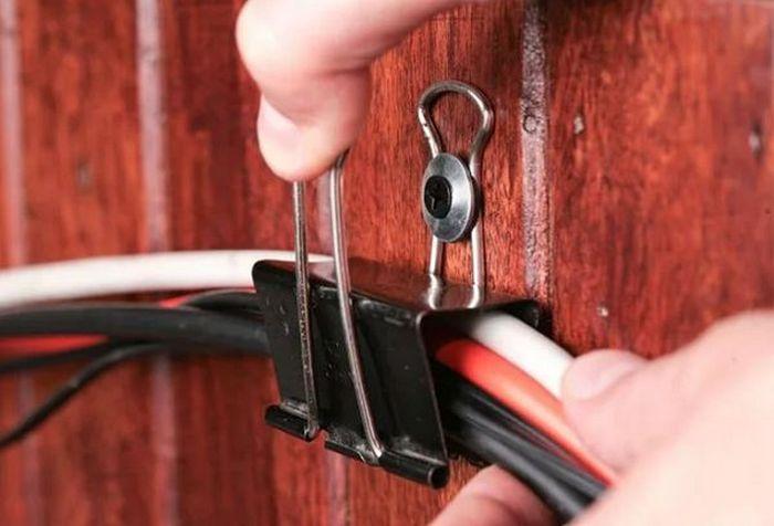 Помогут зафиксировать на стене. /Фото: gaidi.ru..