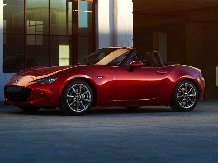 Стильная и красивая Mazda MX-5.
