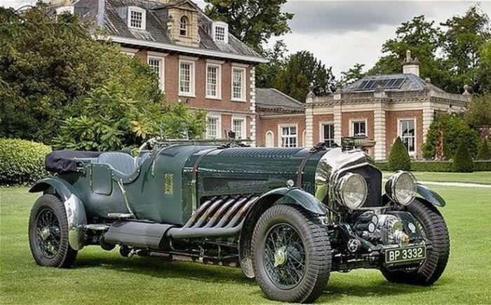 Раритетный Bentley с 27-литровым двигателем.