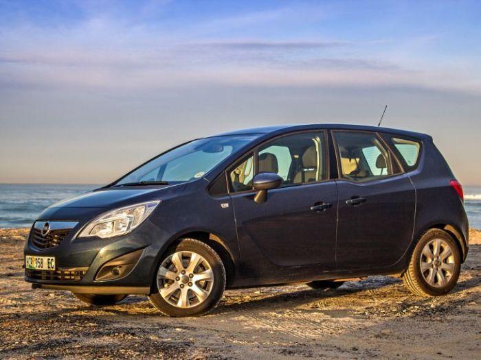 Отличный автомобиль Opel Meriva для всей семьи.