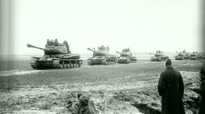 В 1942 году нужны были новые танки. /Фото: fishki.net.