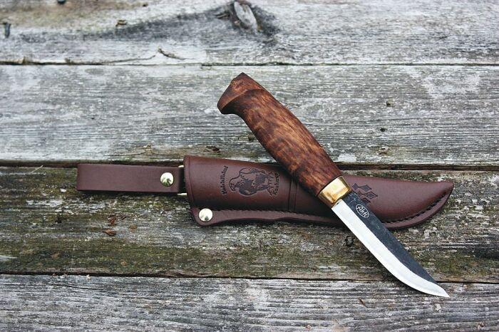 Финские ножи сделанные по принципу якутских. /Фото: vavypoika.com.