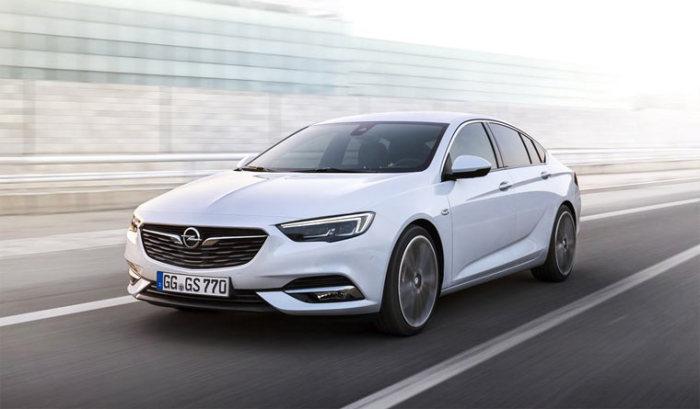 Агрессивный и быстрый Opel Insignia.