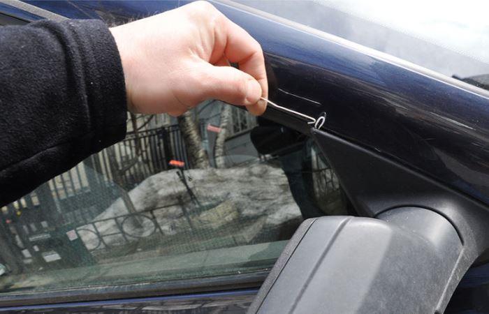 Как попасть в свою машину без ключа.