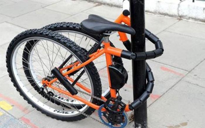 Намотай велосипед на столб.