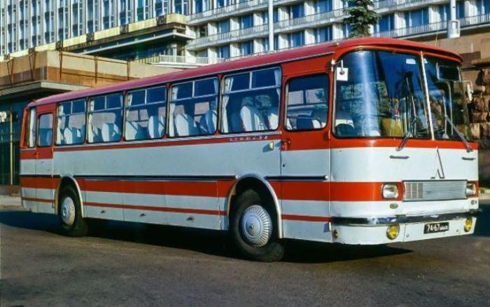 Были в СССР и автобусы-рекордсмены, вот ЛАЗ-699.