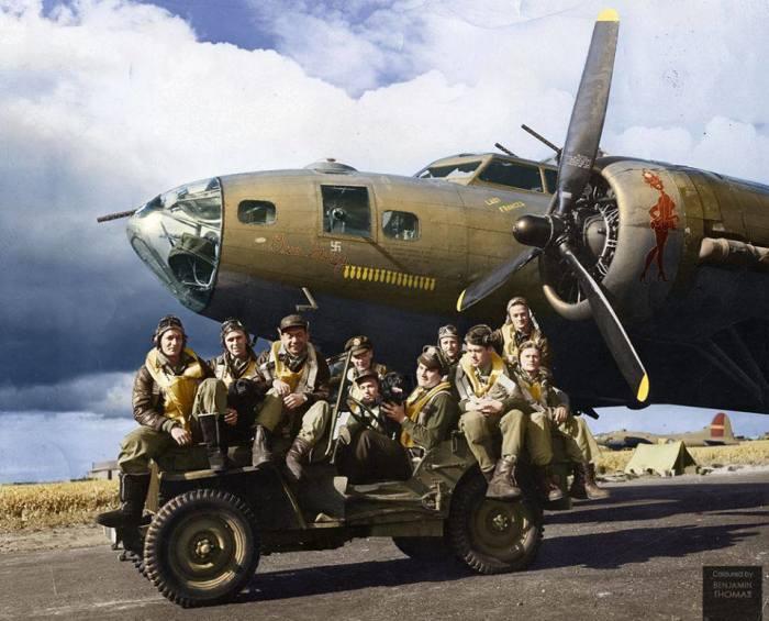 В случае чрезвычайной посадки на вражеской территории самолет нужно было уничтожить. Получалось это не всегда. /Фото: models-paper.com.