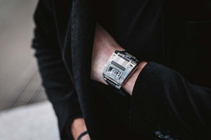 Выглядят очень стильно, особенно на мужской руке.
