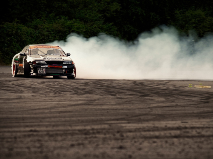 Машину может просто занести. /Фото: yandex.kz.
