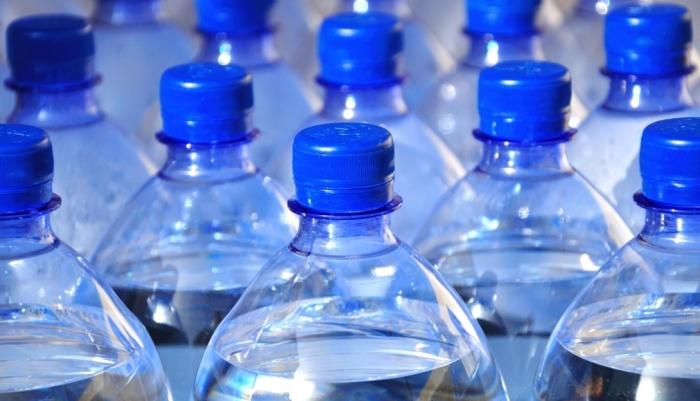 Бутилированная вода в группе риска. /Фото: opengaz.ru.