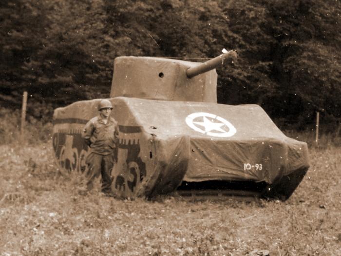 Надувные танки и не только. /Фото: warspot.ru.