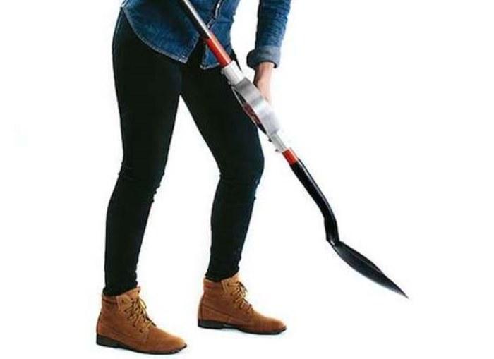 Удобно работать лопатой с вращающейся ручкой.