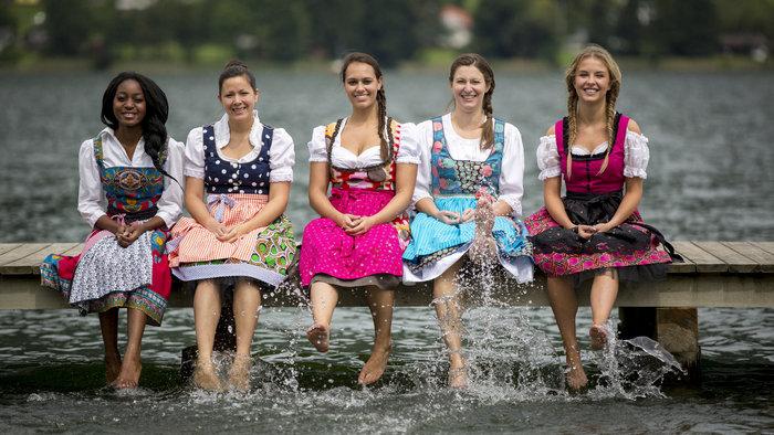 Платье называется дирндиль. /Фото: alpinedirndl.at.